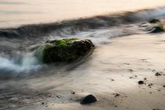 Fels in der Brandung (Rainer Schund) Tags: fels der brandung nikon natur nature natureexploring nebel sonnenaufgang ostsee sand meer wasser water reflection