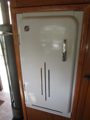 Boles Aero Ensenada  Trailer  Refrigerator- 1952 (MR38) Tags: tin can tourist ensenada trailer refrigerator aero 1952 cvt boles