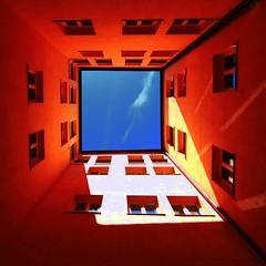 Il pozzo dei desideri (meghimeg) Tags: sky home square casa cielo cortile 2011 albenga quadrata cavedio