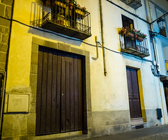 Una casa de tantas (Frankness2008) Tags: españa noche huesca fuji nocturna aragon jaca x10 callejera
