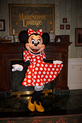 Minnie Mouse (Hilary_JW) Tags: disney minniemouse eurodisney themeparks disneylandhotel disneynonfacecharacters