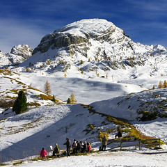 Passo Falzarego (Pilar Azaa) Tags: people italy mountain snow italian artists dolomites veneto thegalaxy abigfave 100commentgroup pilarazaa mygearandme