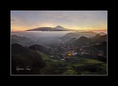 La caricia perdida... (Alejandro Zeren Homs) Tags: atardecer paisaje sueos tenerife teide ocaso niebla lalaguna lacariciaperdida alejandrozerenhoms