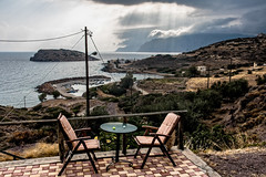 Petit matin nuageux sur Mochlos (Lucille-bs) Tags: europe grce greece crte creta kriti mochlos chaise matin nuage terrasse mer port paysage ilt table rai fauteuil