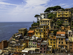 Close Quarters (keith_shuley) Tags: cinqueterre riomaggiore italy colorful colors city urban olympusomdem1