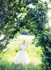 beautiful bride (eva_wurzer) Tags: hochzeit braut kleid straus bltter baum sonne natur outdoor nikon grn gras weiher steine landschaft liebe paar anzug farbe bunt