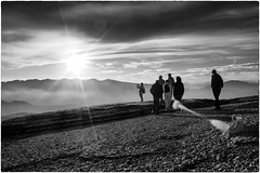 Sunset in Lessinia (Roberto Spagnoli) Tags: lessinia montagna mountain tramonto sunset sole sun biancoenero blackandwhite people nuvole clouds pace peace cielo sky controluce backlight