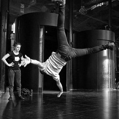 Lyon - Rptition de hip-hop sous le pristyle de l'Opra. (Gilles Daligand) Tags: lyon rhone hiphop breakdance repetition opera peristyle noiretblanc monochrome