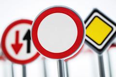 Freie Fahrt ins Wochenende 267/366 (Skley) Tags: strasenverkehr verkehr durchfahrtverboten verboten 267366 durchfahrt freie fahrt schild schilder