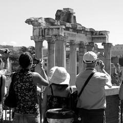 Touring. (GiannLui) Tags: roma fori foriimperiali turismo touring fotografia foto biancoenero zzz z