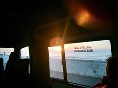 Atardecer en camino (yanitzatorres) Tags: rayos perfil coche caravana lacorniche sol carro furgoneta auto cielo atardecer sunset morocco marruecos casablanca