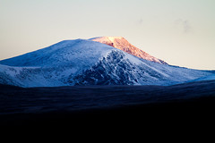 Sunrise at Dovrefjell (Trond Strmme) Tags: snow mountains sunrise dovre dovrefjell sigma100300f4exdghsm