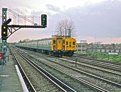 7408 and 4679 At Raynes Park HR Scan (Deepgreen2009) Tags: station electric train suburban fast railway southern waterloo portsmouth shepperton raynespark 4cig 4sub