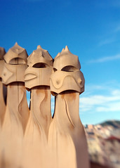Gaudi Chimneys (JebbiePix) Tags: barcelona blue chimney sky lensbaby spain pentax gaudi chimneys casamila digitalcameraclub thegalaxy oltusfotos creativephotocafe