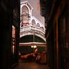 Las pizzas junto al Rialto (Manuel Gayoso) Tags: textura puente luces italia pizza reflejo bandera farol venecia sombrilla cena arco mesa copas rialto turistas mantel veneto camarero baranda cruzadas cruzadasgold goldcruzadas