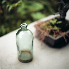 glass bottle (TAT_hase!) Tags: film cafe kodak c hasselblad portra planar 160 80mm carlzeiss   66 proxar  503cxi nakaoku