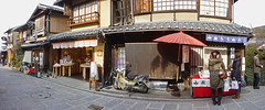 Kyoto - Higashiyama (fb81) Tags: street japan shop kyoto parasol slope higashiyama sannenzaka