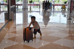 Bag snatcher (Roving I) Tags: playing boys retail children fun stock malls running games luggage vietnam merchandise bags danang suitcases shoppingcentres vincomcentre ilobsterit