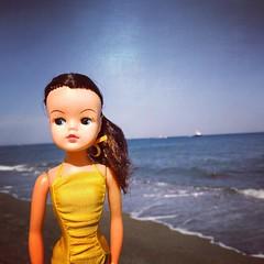 Charlotte en la playa. (Ela y Fungilandia) Tags: sindy sindydoll doll vintagedoll vintage 033055x pedigree playa beach