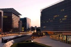 Bruxelles : quartier europen (denis.fleurot) Tags: brussels bruxelles architecture crpuscule heurebleue commissioneuropenne quartiereuropen