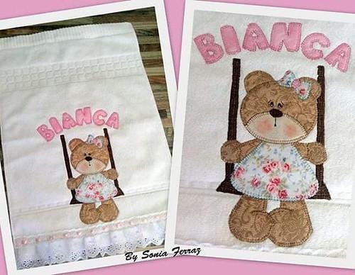 Toalha personalizada #bordadospersonalizados #bebes #toalhasbordadas #feitocomamor #patchwork #love #bysoniaferraz