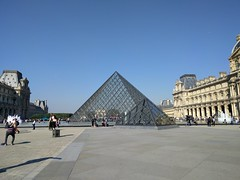IMG_20160921_114000 (paddy75) Tags: frankrijk parijs paris cournapoléon palaisdulouvre paleis pyramidedulouvre piramidevanhetlouvre muséedulouvre museum