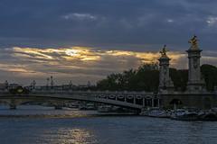 el cielo de Paris (gabrielmauriciosalmn) Tags: puente alejandro iii pars sena atardecer