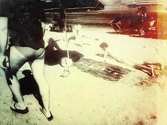 Da qui si vede il mare (ale2000) Tags: snapseed seaside beach spiaggia mare candid street streetphotography bum ass man uomo maschio trunk people legs gambe parasol beachlife beachmoments summer relax vacation capopassero sicilia sicily isoladellecorrenti