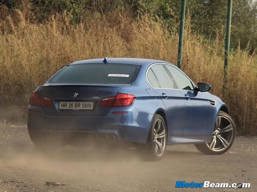 2012-BMW-M5-35