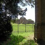 Steinfurth - Blick von der Grabkapelle zur Ruine der Dorfkirche thumbnail