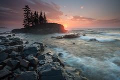 Tombolo at Sunrise (Bryan Hansel) Tags: morning mist minnesota sunrise island mn lakesuperior superiorhikingtrail tombolo lakewalk