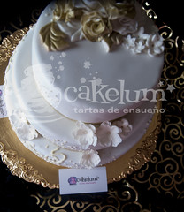 Gold Cake (HarleyK) Tags: gold chocolate anniversary weddingcake course cumpleaos hdr porrio infantiles airbrush oro piatas regalos fondant 50anniversary weddingplanner goldflower sugarflower elegantweddingcake 50anniversarycake goldweddingcake tartasenespaa cakelum karenlum tartasenporrio tartas3d pedazodeazucar tartasdecoradasengalicia