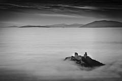 (Fabio Mercanti) Tags: bw nature fog natura bn nebbia assisi umbria fabiomercanti