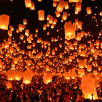 Spectacular simultaneous release of thousands of sky lanterns