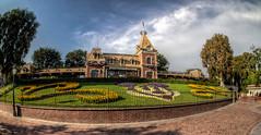 "Disneyland Entrance • <a style=""font-size:0.8em;"" href=""http://www.flickr.com/photos/85864407@N08/8246102002/"" target=""_blank"">View on Flickr</a>"