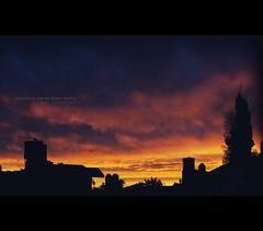 cuando el da se hace noche (..  ..) Tags: sunset atardecer ventana 50mm reflex 2012 miventana desdemiventana canon400d luduen