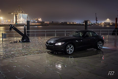 BMW Z4 Hamburg Hafen (Hendrik Buchholz) Tags: black reflection beautiful car night canon deutschland photography eos lights nightshot harbour hamburg automotive exotic bmw z4 hafen spiegelung schwarz hafencity nachts sportcar gemrany automo 40d
