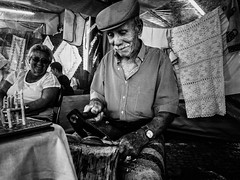 Arteso (Vitor Pina) Tags: scenes street streetphotography streets moments monochrome man men momentos mercados photography pretoebranco people pessoas portrait portraits portait