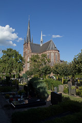 Helmond - Sint Trudokerk (grotevriendelijkereus) Tags: helmond netherlands nederland holland brabant town stad plaats city kerk church neogotiek neogotisch neogothic graveyard begraafplaats kerkhof cemetary