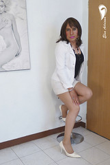 white high heels, white Fitted skirt, black blouse and white coat. (Elsa Adriana) Tags: elsaadriana sexylegs tgirl transvestite outfit crossdresser highheels travesti
