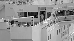ship crew- OAK SPIRIT - LNG Tanker (Bernal Saborio G. (berkuspic)) Tags: ship vessel panamacanal aguaclaralocks esclusas barco marinero sailor crew