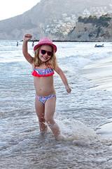 Carlota (Eduardo Valero Suardiaz) Tags: carlota playa beach bikini baador swimsuit sombrero hat rosa pink gafas sol sunglasses mar sea tarde afternoon sunset feliz happy calpe espaa spain rubia blonde guapa beautifull