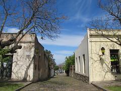 """Colonia del Sacramento: le quartier historique et ses anciens pavés de pierre de schiste <a style=""""margin-left:10px; font-size:0.8em;"""" href=""""http://www.flickr.com/photos/127723101@N04/29078994644/"""" target=""""_blank"""">@flickr</a>"""