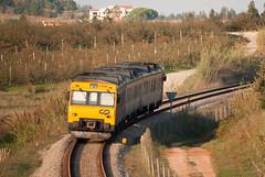 CP 592   6411   So Mamede (Fbio-Pires) Tags: 592 cp592 automotora railcar diesel tracodiesel camello cp cpregional 6411 passageiros passenger somamede comboio train ferrovia linhadooeste portugal terminalintermodal commuterunit