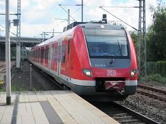 DB 422 531 in Dusseldorf Flughafen. (Jonathan Blokzijl) Tags: sprinter wagon electrische rail railway railways trein train trains locomotief station spoor spoorwegen zug canon bahn bahnhof intercity dusseldorf flughafen dusseldorfflughafen duitsland db 422531