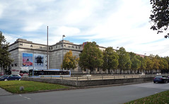 Haus der Kunst, view from left