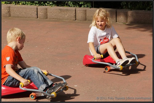 2012-08-13 Kimmy & Max op de Swingwheels in Duinrell