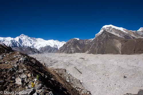 Cho Oyu to the left