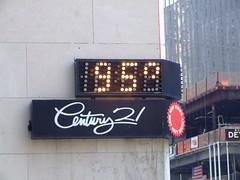 Heatwave! (Joefuz) Tags: nyc newyorkcity newyork manhattan empirestate newyorknewyork starsandstripes heatwave worldtradecentre century21 35degreescelcius newyorksbestkeptsecret 95degreesfahrenheit