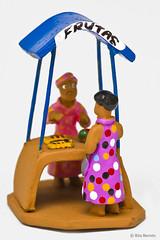 Vendedora de Frutas (Rita Barreto) Tags: brasil artesanato caruaru pernambuco nordeste mestrevitalino vendedoradefrutas artesanatodepernambuco artesanatoemargilapintada